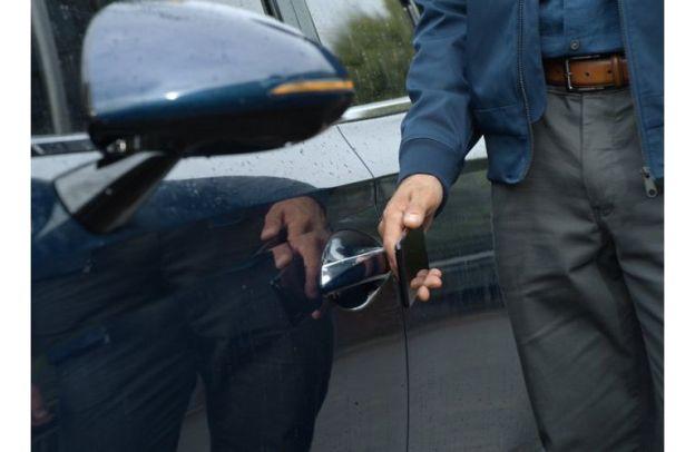 Man nearly brushes the door handle of a 2020 Hyundai Sonata