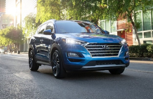 Front/side angled view of 2021 Hyundai Tucson on street
