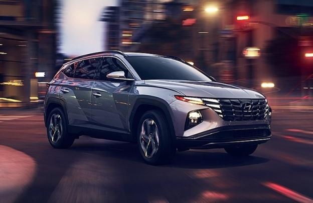 2022 Hyundai Tucson in intersection